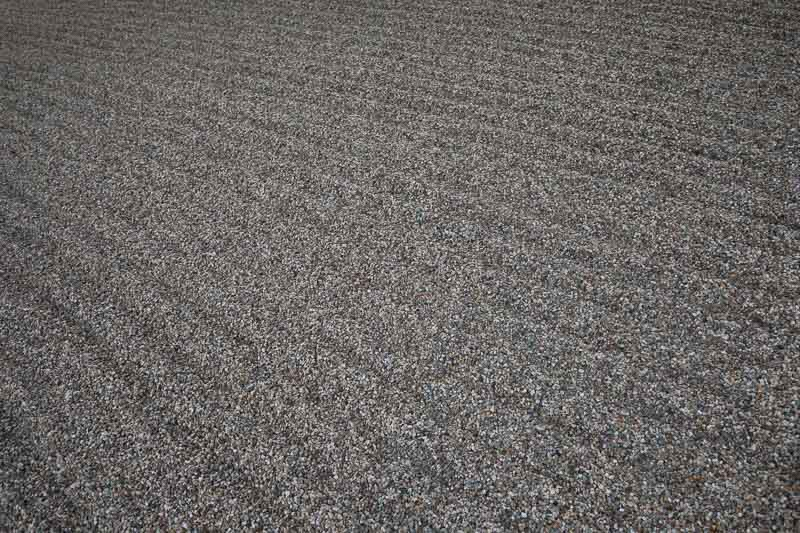 江の浦測候所庭の砂利