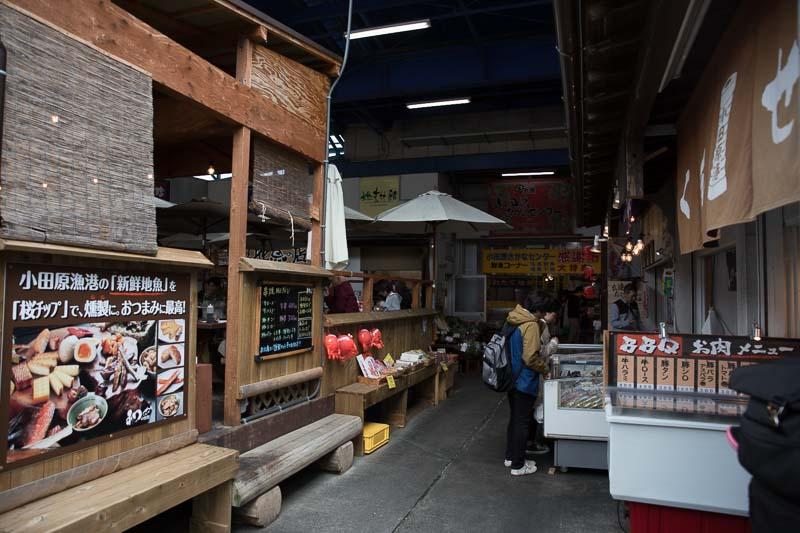 小田原漁港近くのマーケット