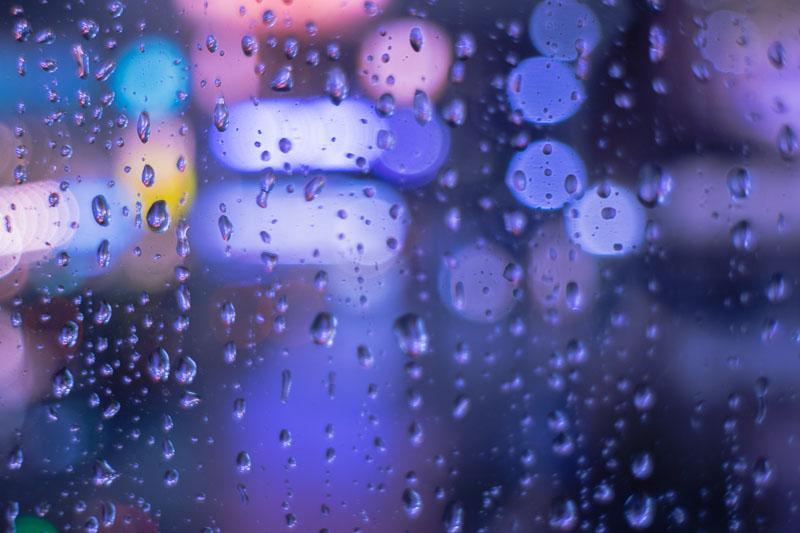 窓や傘についた水滴