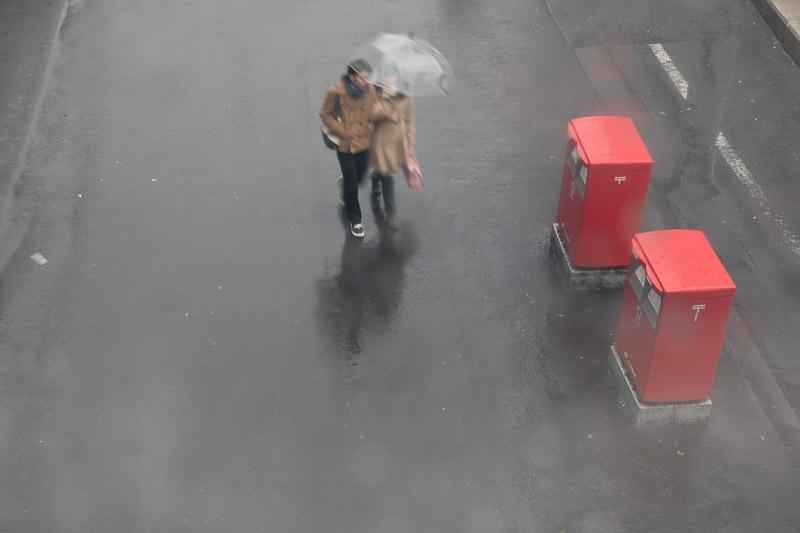雨傘が作る光景