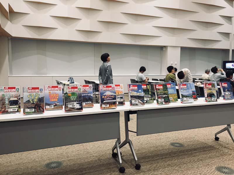 長根さんの鉄道写真が使用されている雑誌や時刻表