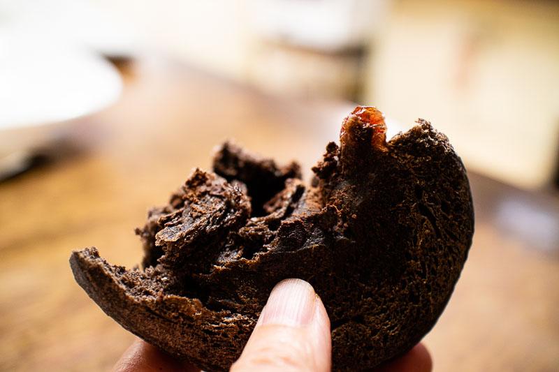 クランベリーとブラックチョコのパン