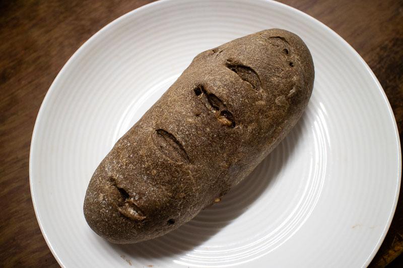 栗と木の実とほうじ茶のパン