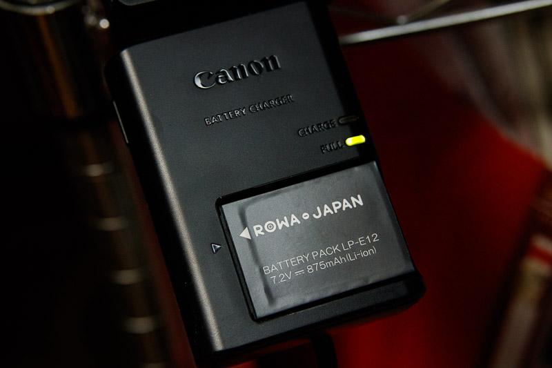 ロワジャパンLP-E12互換バッテリーをキヤノン純正充電器で充電